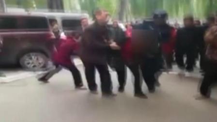 心疼又愤怒! 重庆一39岁女子幼儿园持刀行凶, 14名幼儿受伤