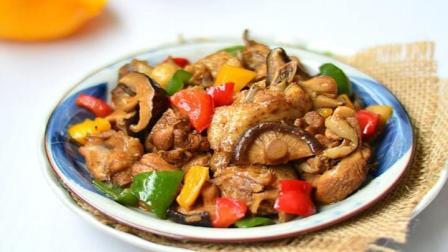 家常小菜彩椒木耳炒鸡肉的做法, 营养丰富荤素搭配, 清脆爽口下饭