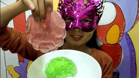 """妹子试吃""""花球果冻"""", 亮晶晶滑溜溜的, 小姐姐一吃就笑了"""