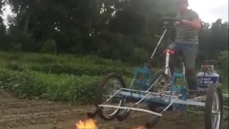 """这是什么黑科技? 小伙发明""""煤气罐""""除草机, 一天轻松解决8亩地"""