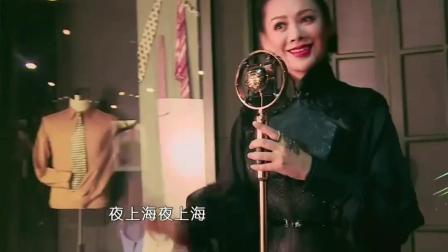 《偶像来了》赵丽颖挑选撩人旗袍照造型, 何炅笑得很尴尬, 意味深长