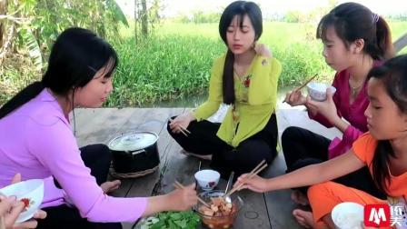 越南农村姑娘又做好吃的了, 这次买了一大块肉煮了一大锅
