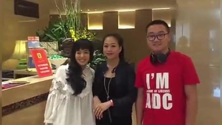 在北京某酒店, 男网友偶遇苍井空。苍老师好开心。