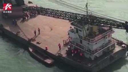 实拍重庆公交车越线冲下桥坠江全过程, 出事前有8人上车