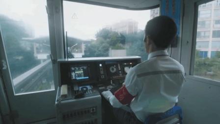 重庆轻轨看多了, 你见过司机在驾驶室操作的样子吗?