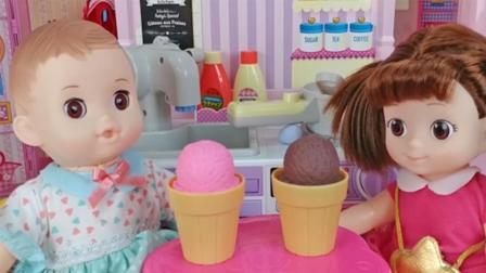 芭比娃娃玩具: 糖糖做冰激凌和小宝贝一起吃