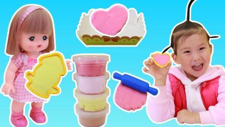 苏菲娅和咪露用太空沙制作迷你蛋糕的儿童手工制作玩具故事