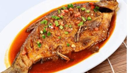 """厨师长教你-""""红烧鲫鱼""""的正确做法, 比饭店里买的爱吃多了!"""