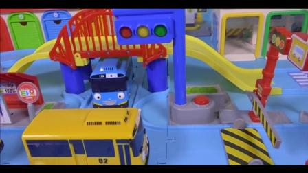 拆封新玩具小公交车太友  汽车总动员过家家玩具游戏
