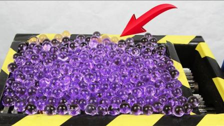 趣味实验, 把紫色水宝宝倒入粉碎机里, 看着整个粉碎过程莫名的爽