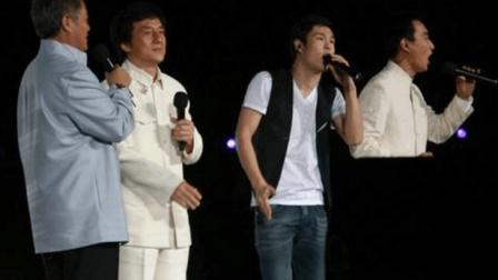 赵本山都没想到, 小沈阳胆子竟这么大, 敢在成龙演唱会上彪高音, 唱呆一大片观众