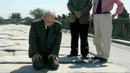逼狼牙山五壮士的人, 50年后重回狼牙山, 跪地磕头谢罪!