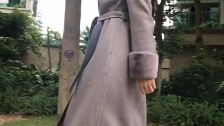 街拍: 小姐姐的这身秋季装超显气质, 不知我穿上会有什么效果!