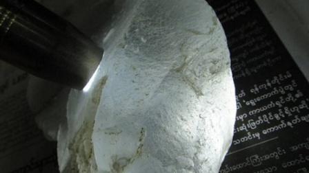 【赌石报道】2018年冰种缅甸翡翠原石玉石毛料价格波动大么-多利多批发市场