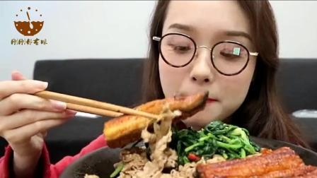 中国吃播: 美女吃100元的鳗鱼和炸鸡腿, 馋的我直流口水