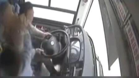 重庆坠江公交细节曝光: 司机3秒内遭2次击打 车速51公里猛打方向
