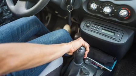 手动挡车挂挡不顺畅, 汽修技工经验丰富, 分享了宝贵经验, 很靠谱