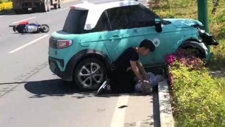 福建廈門北汽LITE純電動小車司機把騎電動車大爺撞死按壓心臟企圖急救 哭著道歉我錯了
