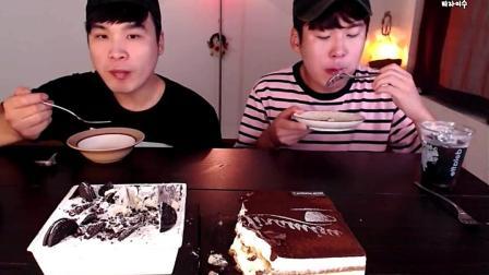 韩国吃播: 哥俩个吃奥利奥蛋糕和巧克力提拉米苏, 看的我也想吃了!