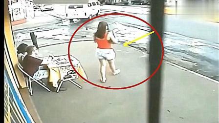 死神来了! 女孩脚下突然一滑, 惊险画面被拍下