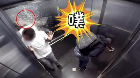 电梯恶作剧: 老外想上厕所憋不住, 一不小心崩出来的是啥?