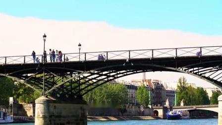 看着尽收眼底的巴黎美景,外加一首浪漫的法国歌曲,陶醉了