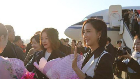 张国立 佟丽娅随中国文艺工作者代表团友好访问朝鲜