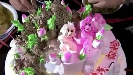爹妈满院: 大爷去蛋糕店买蛋糕, 这落款写的真是让人哭笑不得