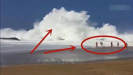 一群美女海边冲浪, 突然岸边有人大叫, 下一秒果然悲剧了