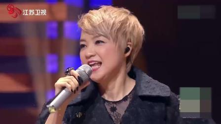 53岁陈慧娴再一次现场唱《千千厥歌》, 熟悉的旋律, 勾起无数人的回忆