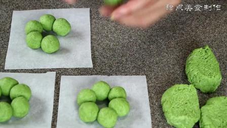 在家里准备好抹茶粉, 用烘焙的方法做成抹茶甜点, 味道真好吃