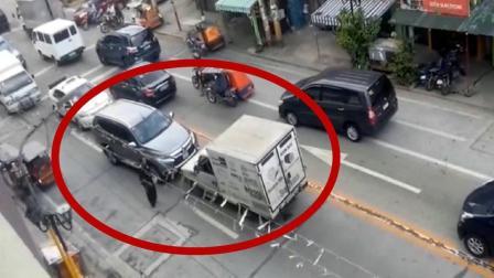 寸步不让! 面对逆行的小货车, 越野车如此做法很解气!