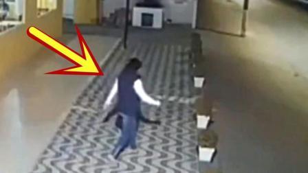 女子后备箱拿东西, 结果被死神带走, 监控拍下全程!