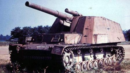 德国攻入苏联之后, 结合3号和4号坦克车体, 研发出野蜂自行火炮