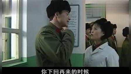 将门风云: 护士正在给战士打针心急要送熟人针头扎的战士疼坏了!