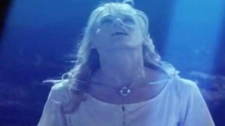 美女看见外星人没人相信她, 带老公寻找, 结果被抓走
