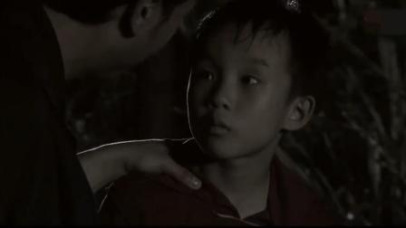盗墓贼在地面等着,小孩独自下墓,看见的一幕吓得他立马跑了!