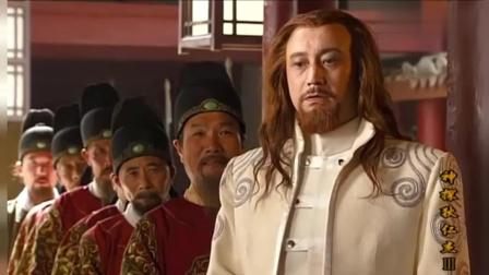 众多官员士兵拜见狄大人, 把李元芳介绍一下, 有人听到后吓懵了!