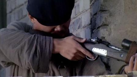 鬼子手持狙击枪,只瞄准人的影子,竟能一枪击中!