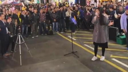 香港街头艺人, 翻唱《广东爱情故事》路人围得人山人海, 超越原唱