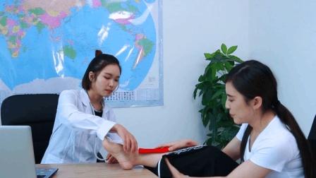 美女不小心拐脚, 去医院治疗遇到方言医生, 太搞笑了哈哈