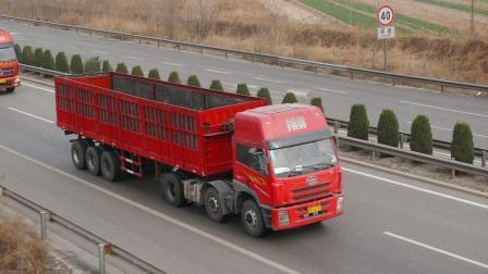 在高速上大货车觉得不对劲, 司机拼命踩刹车, 监控拍下整个过程!