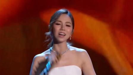 """堪称""""华人之光"""" 邓紫棋把《光年之外》唱到了NASA颁奖礼上!"""