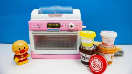 面包超人甜品烘焙玩具! DIY美味的焦糖小人饼干!