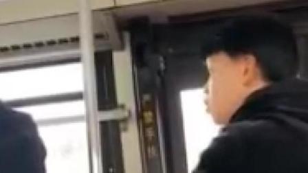 女子公交车坐过站 辱骂公交司机一站路