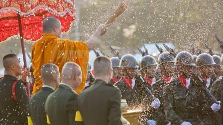 印度阅兵神话破灭? 看完这国阅兵, 印度甘拜下风