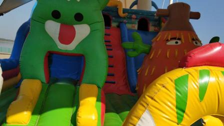 儿童游乐园 充气城堡玩耍视频