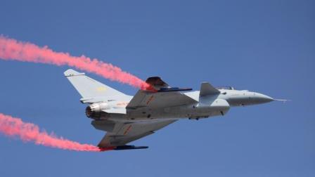 歼10B眼镜蛇机动引爆全场,中国战机首次展示矢量推力,风头超过歼20