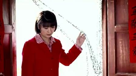 小草结婚第二天 婆婆进房找出白布 看看有没有落红!