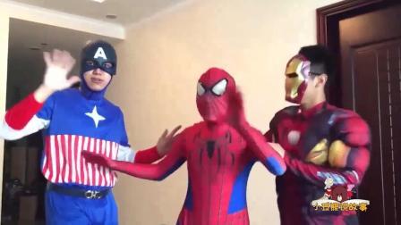 蜘蛛侠钢铁侠和美国队长都变成了小狗狗? 天哪! 太萌了